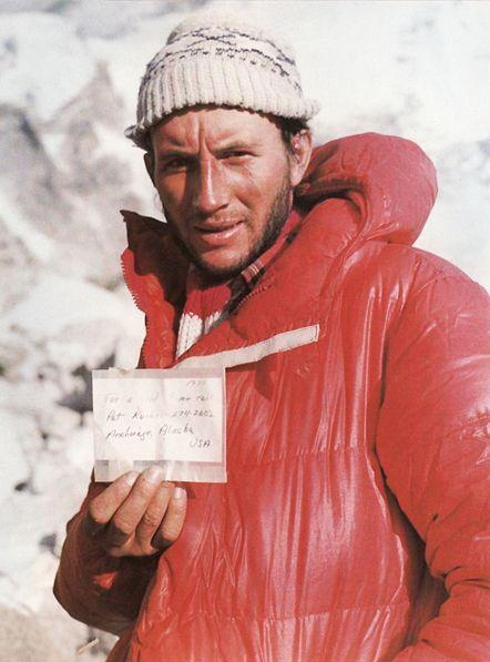 1980 leszek cichy presents note which in 1979 ray genet left on top of mount everest