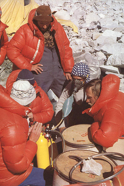 oxygen tanks everest expedition